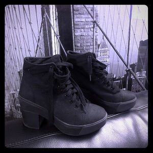 💥Stylish rocker platform Booties 🔥
